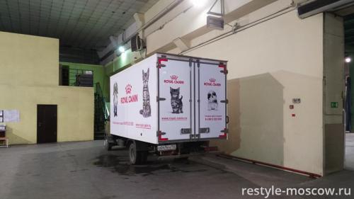 Реклама на автомобиле Royal Canin